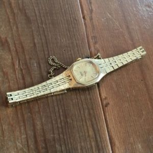 Seiko Vintage Women's Delicate Gold Watch